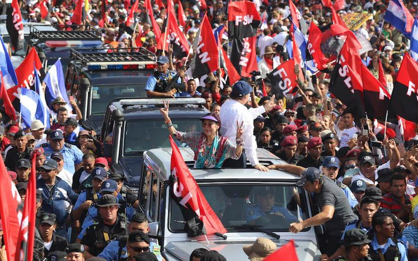 Ortega llega escoltado por un centenar de hombres armados y en varios vehículos blindados. Fto: 19digital