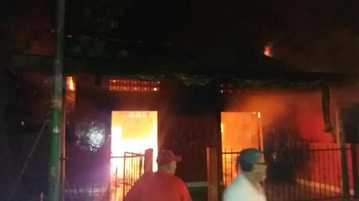 Orteguismo incendia casa del líder del Movimiento 19 de Abril de Masaya