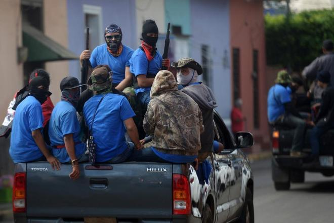 Pamilitares sembrando el terror en las calles de Nicaragua. Foto: Marvin Recinos/AFP