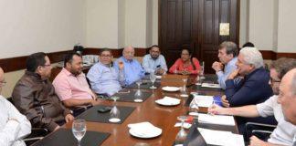 Álvaro Navarro (camisa rosada), director de Artículo 66, durante el encuentro de directores de medios de Nicaragua con representantes de la SIP y RSF. Foto: La Prensa