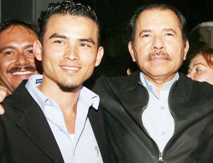 El orteguista y presidente de UNEN, Luis Andino junto al dictador Daniel Ortega.