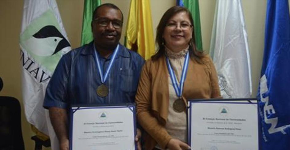 Ramona Rodríguez, recién nombrada presidenta del CNU junto al vicepresidente y rector de universidad BICU, Henningston Omeir.