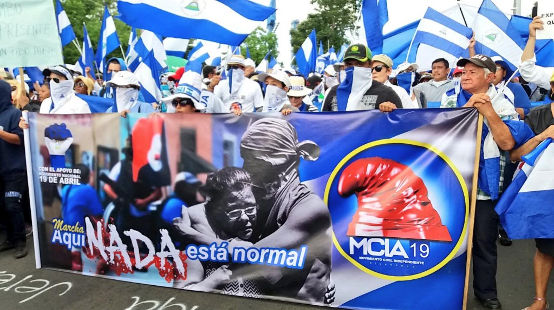 Marchan para desmentir la falsa «normalidad» que pregona la dictadura. Foto: W. Benavides