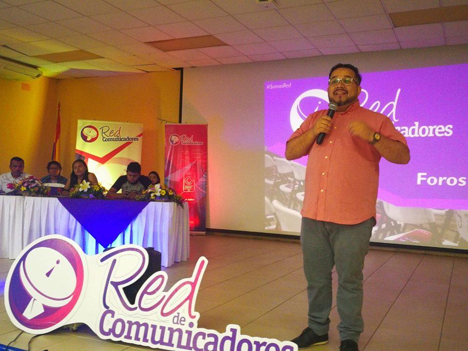 El periodista oficialista Oscar Ortiz es el jefe de sucesos del canal 8. Este fue enviado por Rosario Murillo para presionar a productores del Canal 10 bajo la advertencia que él estaría ahora a cargo de controlar la línea editorial de Acción 10