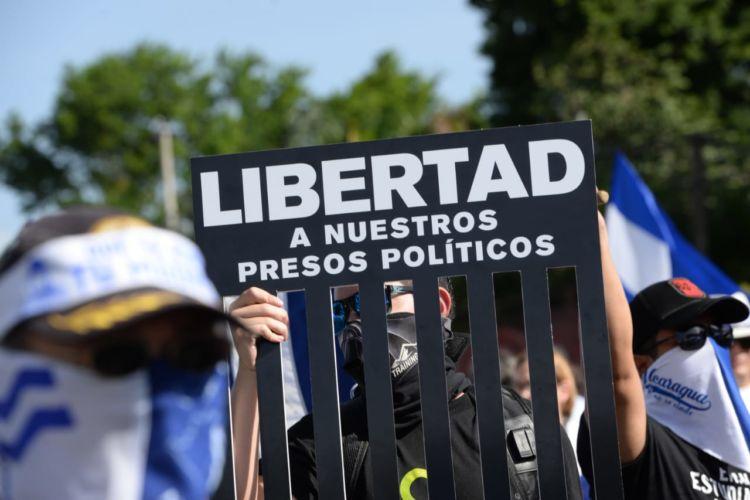 Durante las movilizaciones, los ciudadanos han exigido libertad para los presos políticos. Foto: La Prensa