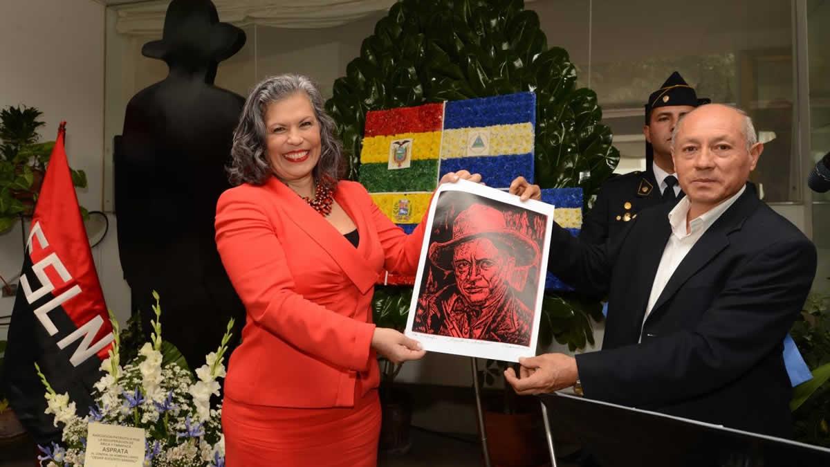 Marcela Pérez Silva, embajadora de Nicaragua en Perú, en un acto conmemorativo por el aniversario de nacimiento de Augusto C. Sandino.