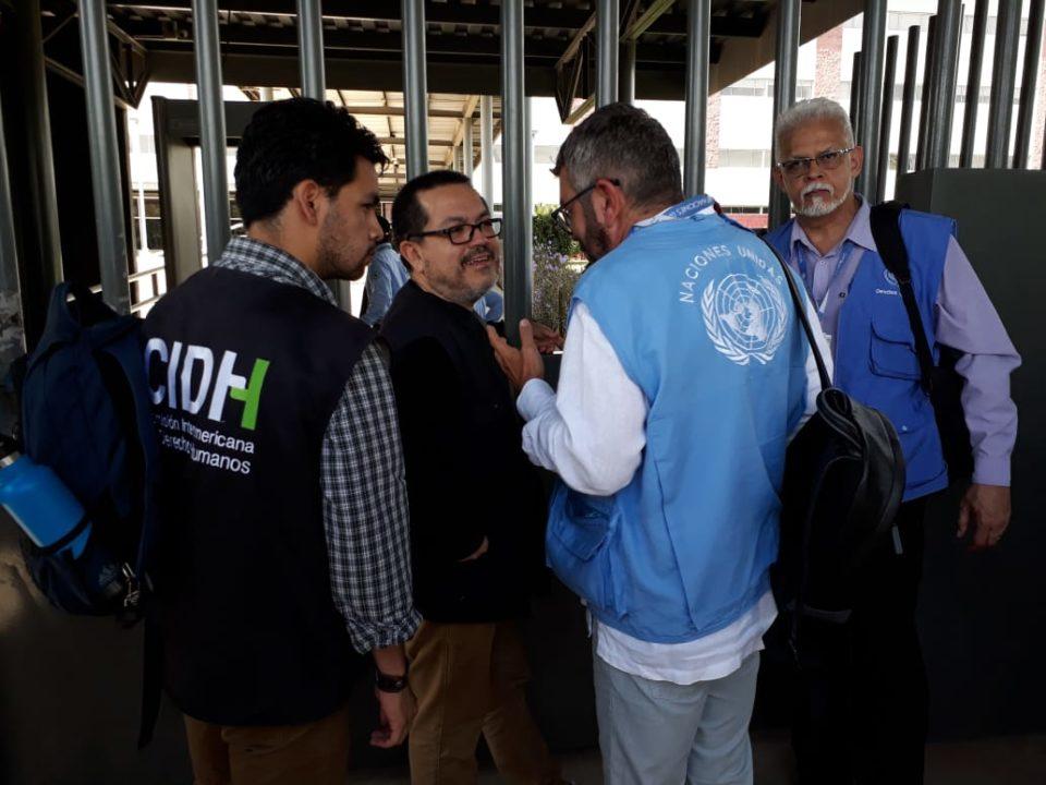 Representantes de la CIDH y del Alto Comisionado de la ONU intentaron varias veces ingresar a los Juzgados de Managua. Fueron impedidos. Foto: Periódico Hoy