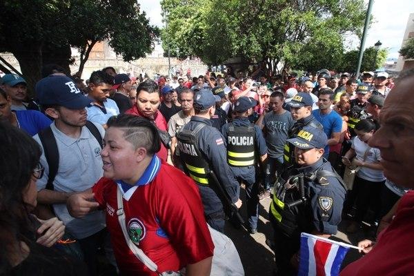 """Costarricenses protestaron en San José bajo la consigna """"Fuera nicas"""". Fotos: Graciela Solís / La Nación"""
