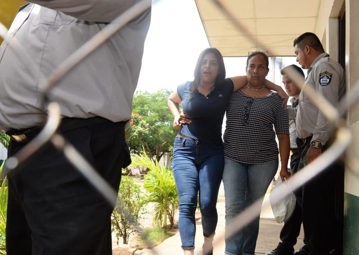 Elsa Valle mientras la dejaban en libertad Foto: Cortesía