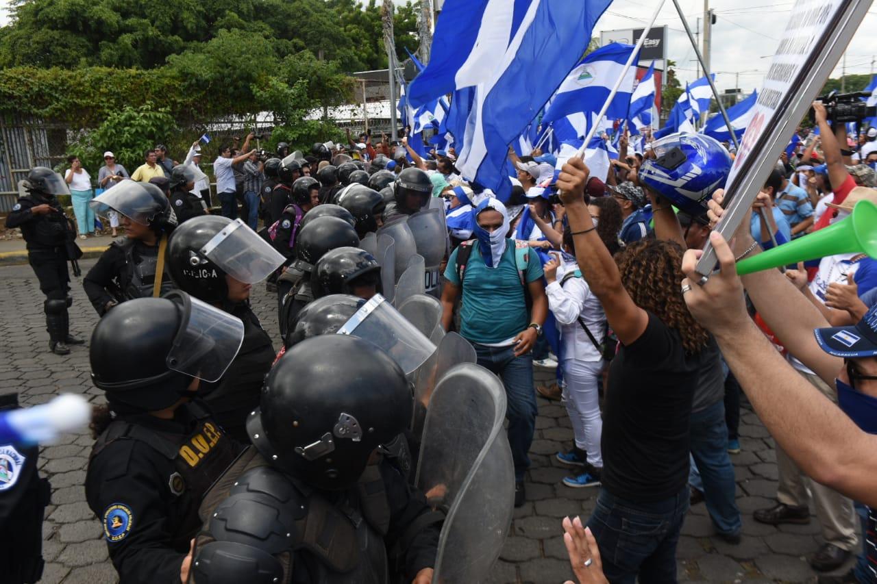 Disparos, intimidación y violencia en la Marcha de las banderas. Foto: La Prensa