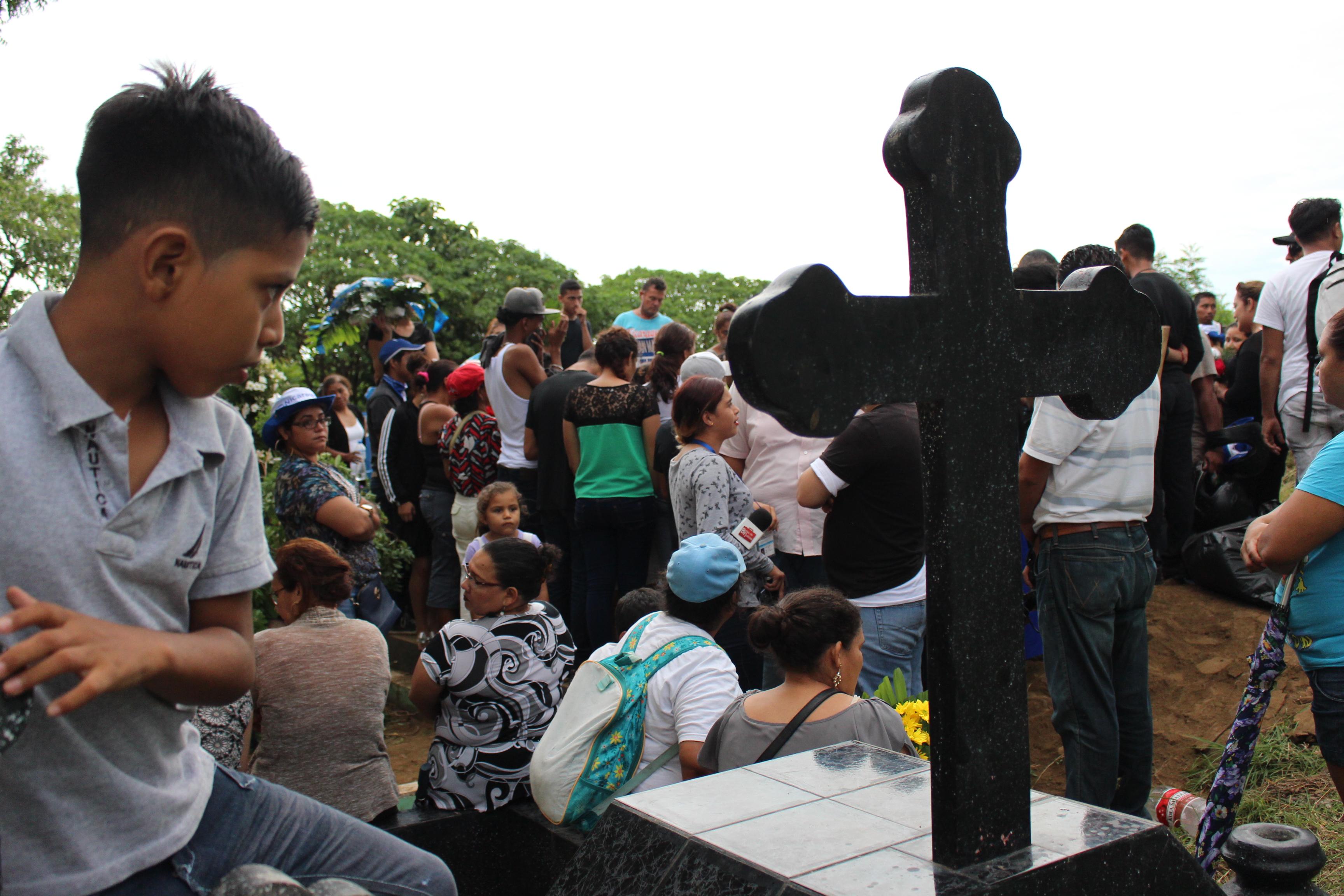 Último adiós al estudiante de secundaria Matt Romero, asesinado por la dictadura de Ortega. Foto/Artículo66