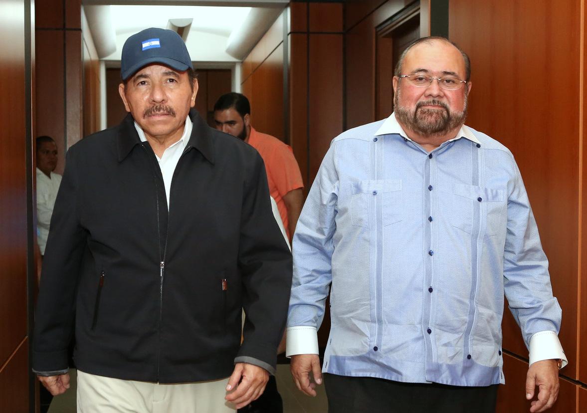 Daniel Ortega, presidente de Nicaragua, junto a Roberto Rivas, ex presidente del CSE y sancionado por la ley Global Magnitsky. Foto: Confidencial