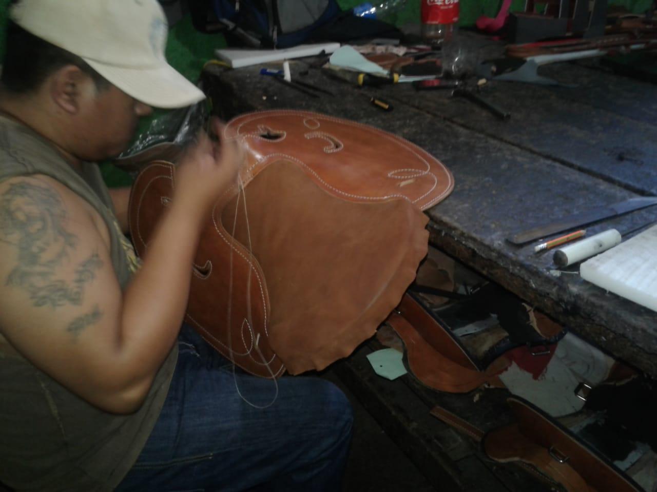Artesanos de cuero, en Masaya, están seriamente golpeados por la crisis y el miedo. Foto: N. Miranda.