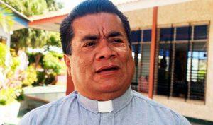 El sacerdote Bismarck Carballo fue blanco de los ataques del sandinismo en los años 80, cuando el religioso era el vocero de la Iglesia Católica. Hoy Carballo es aliado de la dictadura.