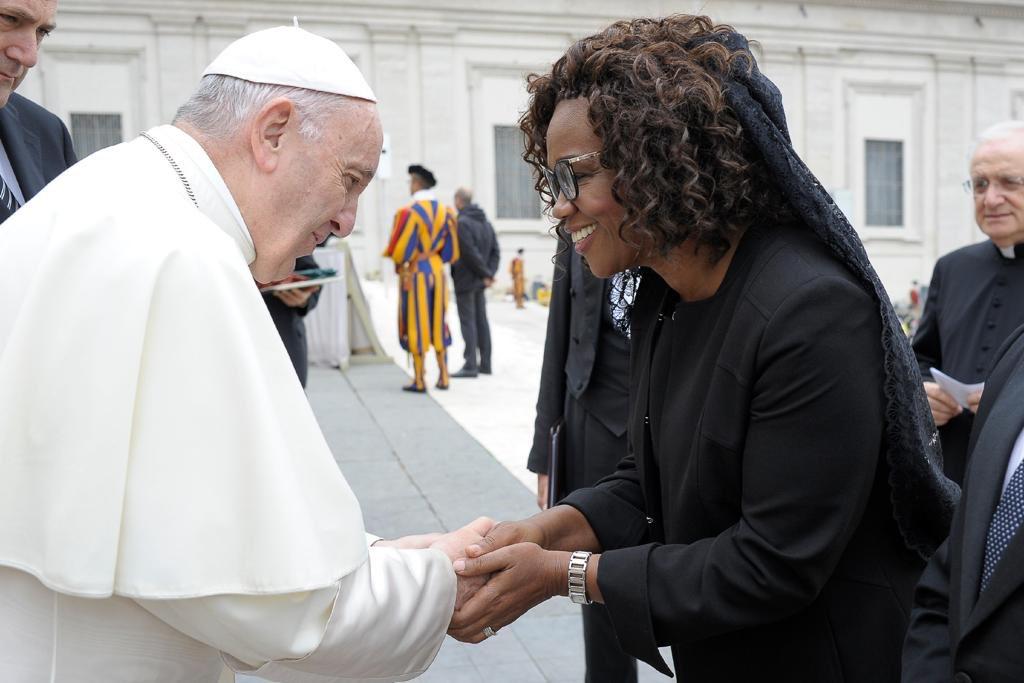 Vicepresidenta de Costa Rica, Epsy Campbell, en encuentro con el Papa Francisco le expresa preocupación por la crisis de Nicaragua. Foto: Cancillería de Costa Rica
