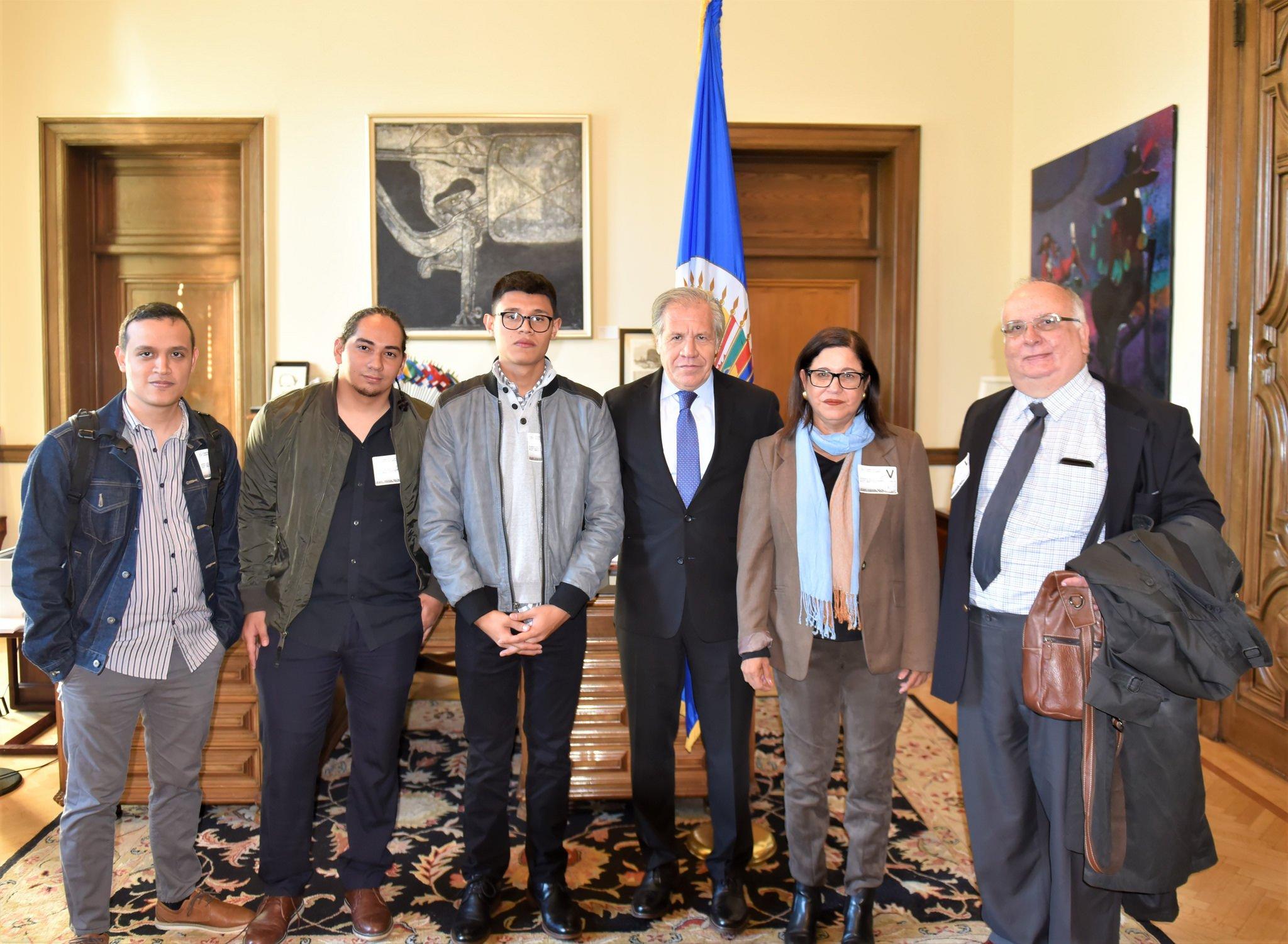 Propuesta de la Unidad Nacional Azul y Blanco llega a manos de Luis Almagro, secretario general de la OEA. Foto: OEA