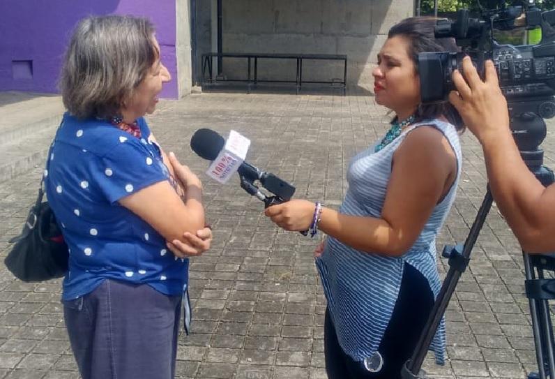Policía Orteguista amenaza a periodista Daliana Ocaña, reportera de 100% Noticias. Foto: Cortesía