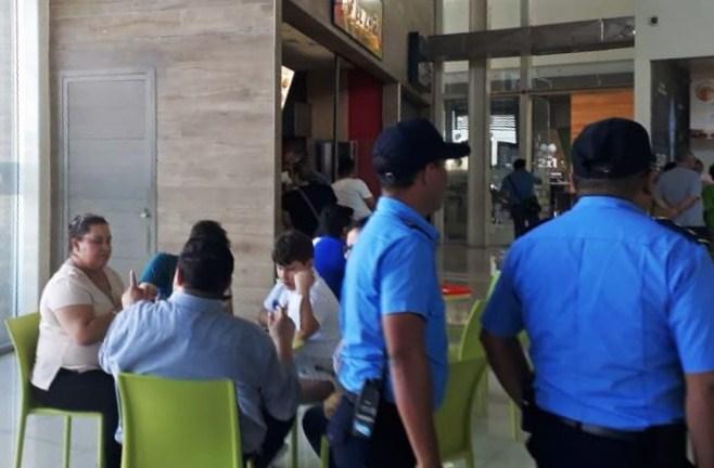 Galerías Santo Domingo denuncia que presencia policial en sus instalaciones fue sin consentimiento. Foto: L. Álvarez