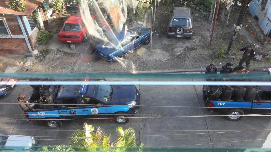 Policía ortegusita asedia Radio Voz, Matagalpa. Foto: Cortesía