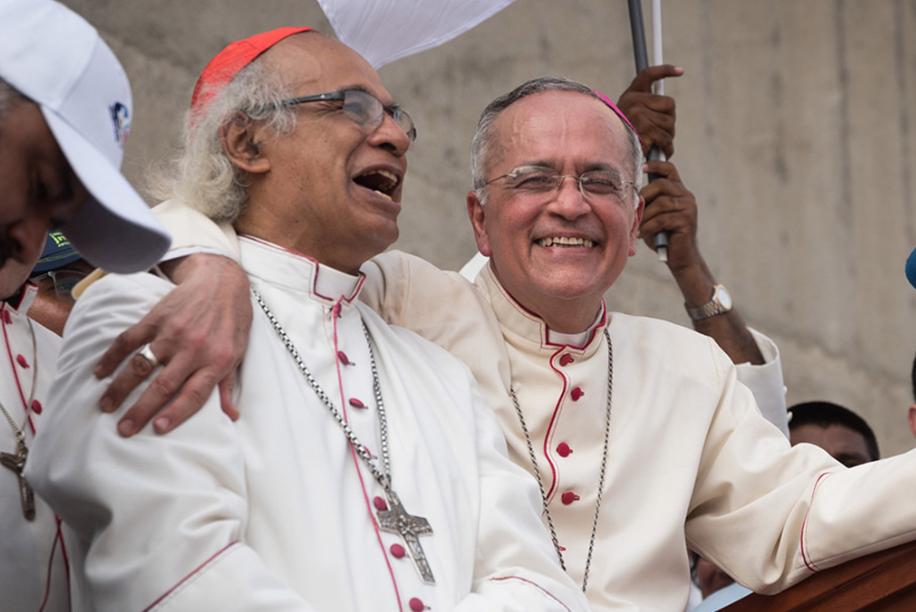 Fracasa estrategia orteguista de recoger firmas contra Monseñor Silvio Báez. Foto/Confidencial