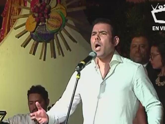 El tenor de la familia Ortega-Murillo cantó en serenata a la Virgen en El Viejo. Foto: Cortesía