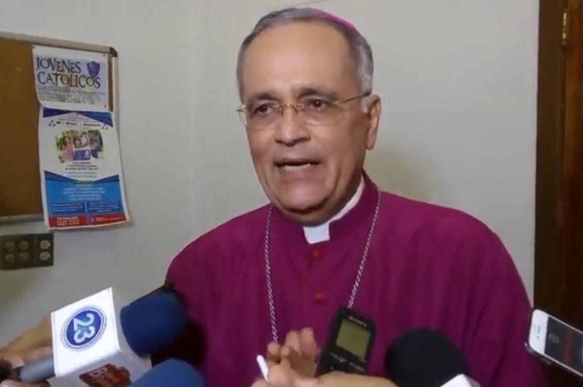 Monseñor Silvio Baéz da entrevista a la prensa nacional. Foto: Israel González