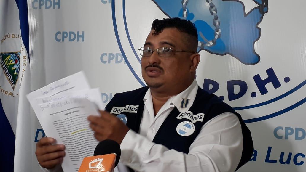 Abogado José Antonio López presentó informe sobre despido de los trabajadores del Estado. Foto: CPDH