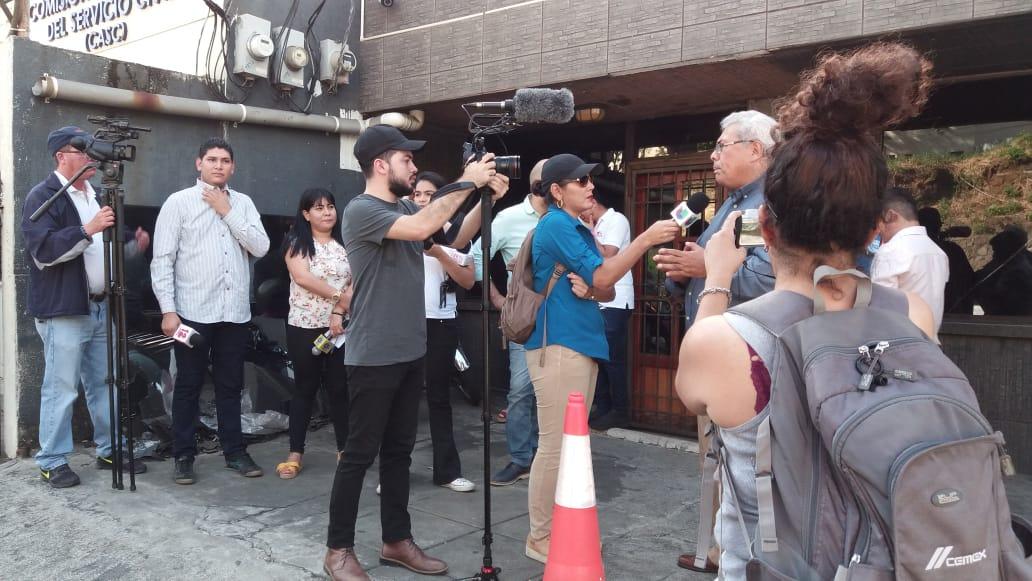 Periodistas independientes realizan plantón en solidaridad con Miguel Mora.