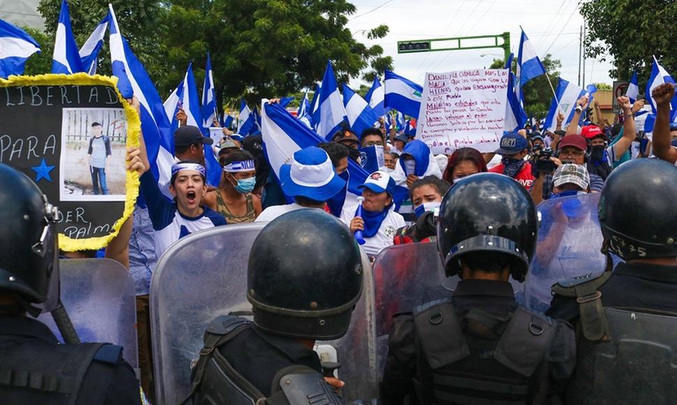 Manifestaciones azul y blanco reprimidas por la Policía orteguista. Foto: END
