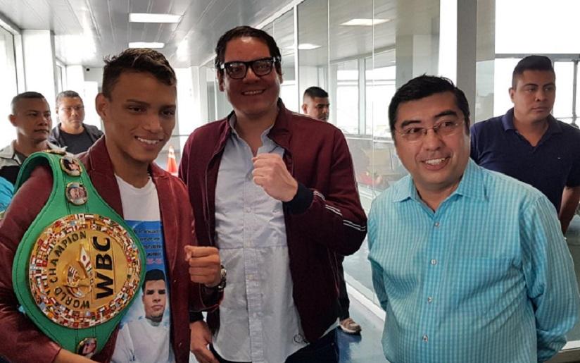Cristofer Rosales junto al alcalde sandinista de Managua, Enrique Armas, y el hijo del dictador, Maurice Ortega Murillo