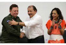 Daniel Ortega junto al jefe del Ejército de Nicaragua, Julio César Avilés. Foto: Radio Ya.