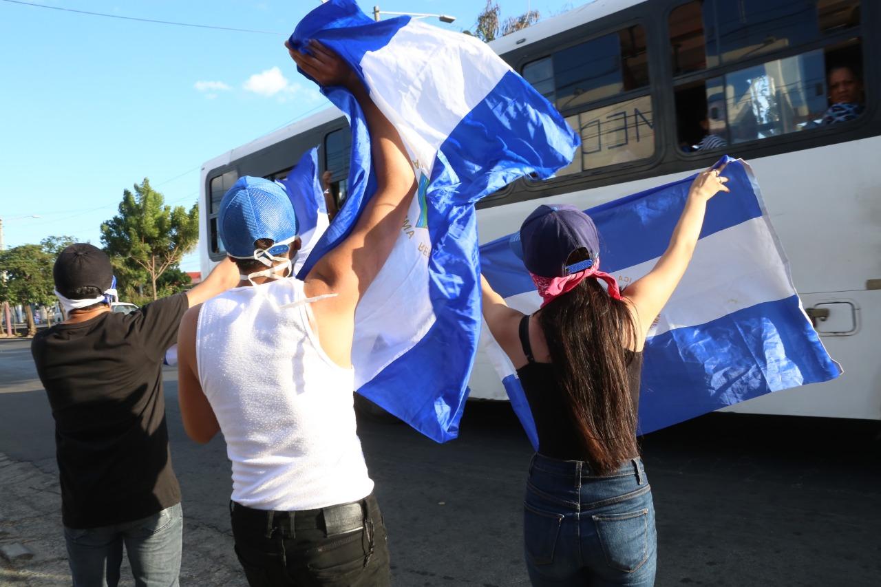 Protesta relámpago de jóvenes en carretera norte y la Policía desplegó gigantesco operativo. Foto: Cortesía
