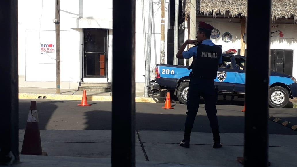 Continúa asedio de la Policía orteguista en Canal 12. Foto: Cortesía/Wilmer Benavides