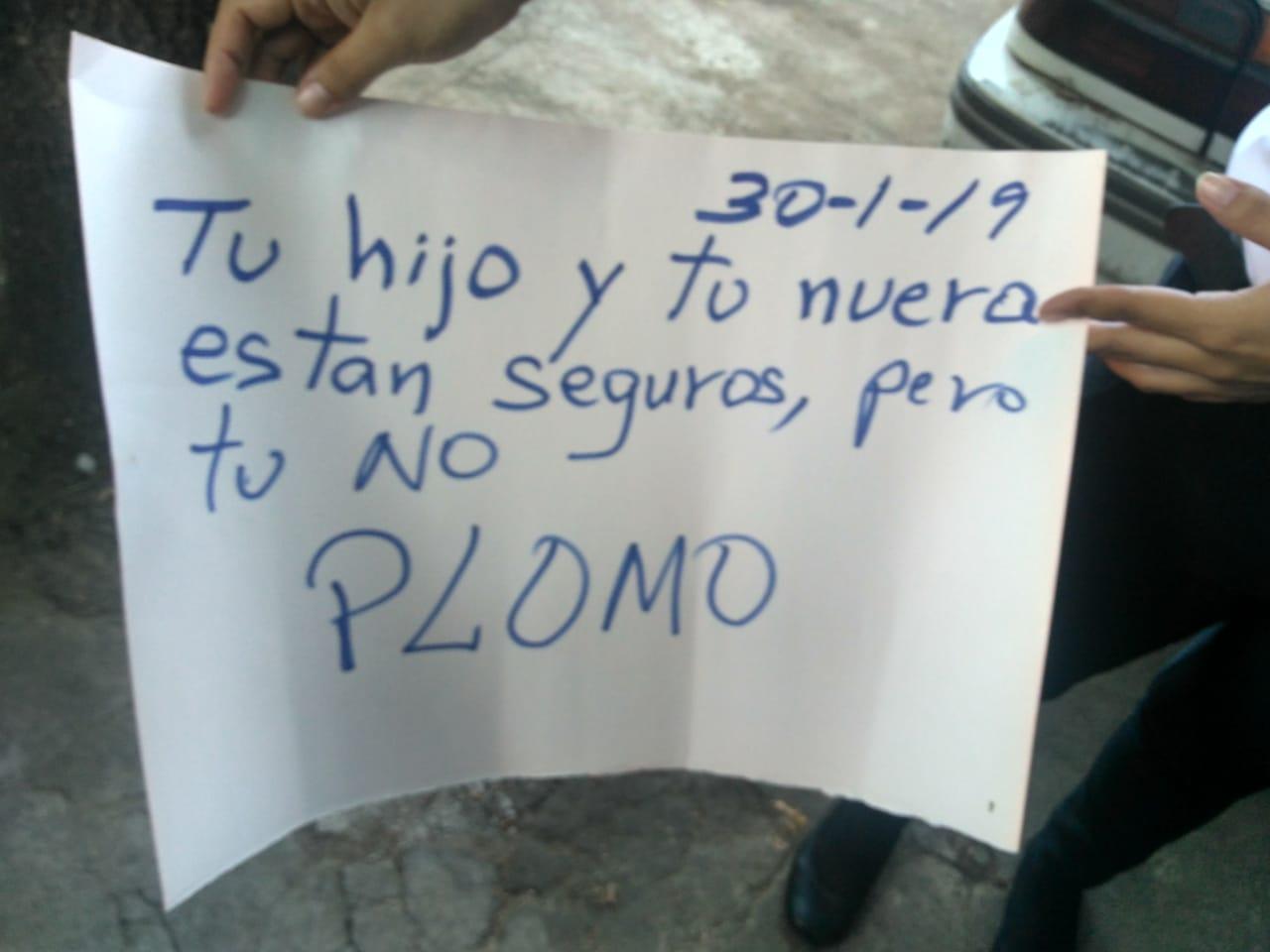 Mensaje de paramilitares contra familiares de periodistas exiliados. Foto: Cortesía.