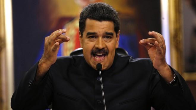 Maduro cierra las fronteras mientras se registran los primeros enfrentamientos
