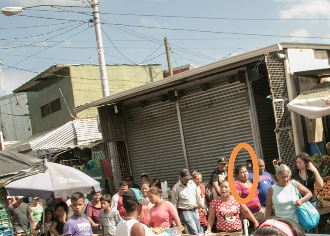 Turbas orteguistas arremeten contra periodistas dentro y fuera del Distrito I de la Policía. Foto/Cortesía