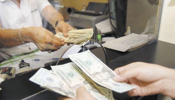 1, 200 desempleados y 49 sucursales bancarias cerradas en siete meses. Foto: La Prensa.