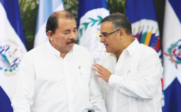 Daniel Ortega, junto al exmandatario salvadoreño Mauricio Funes. Foto: Tomada de internet.