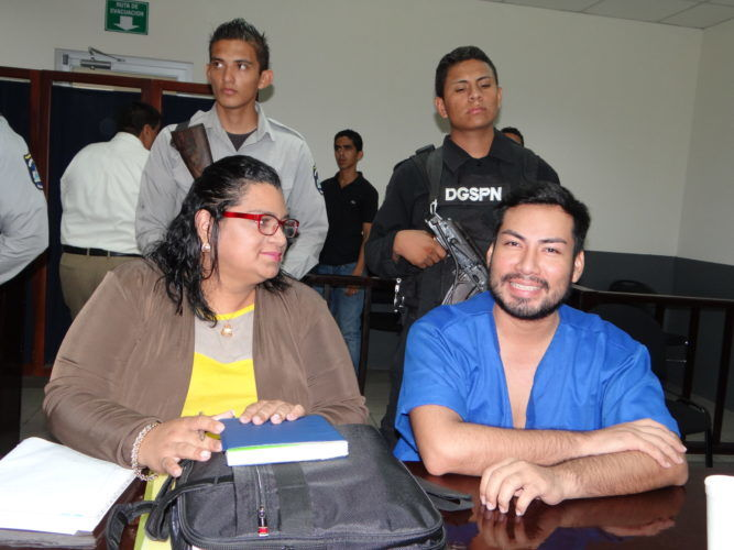 Yonarki Martínez junto a su defendido Yubránk Suazo. Foto: La Prensa.