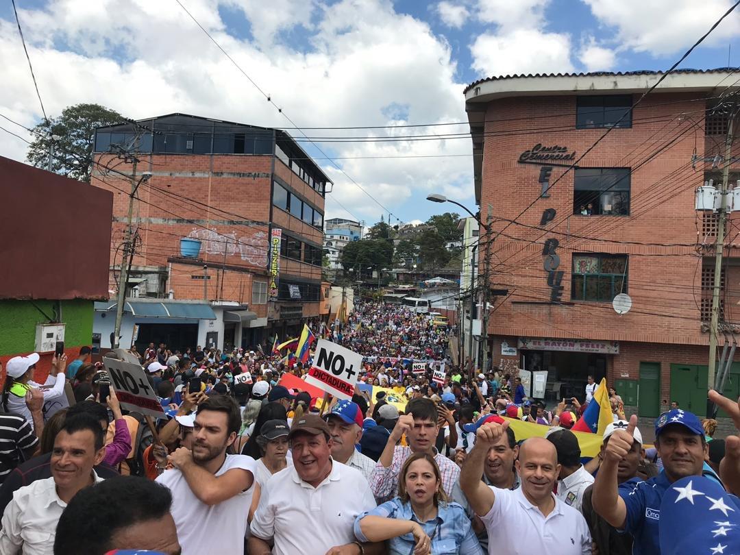 Venezolanos inician a organizarse de la mano de Guaidó para que entre la ayuda humanitaria