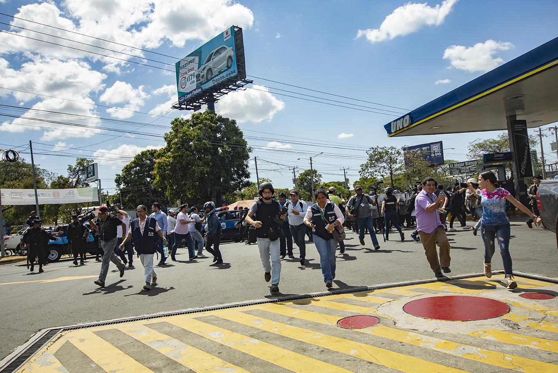 Policía agrede a ciudadanos que se manifestaban contra el régimen. Foto: Antonio Ramírez/Obrera de la Tecla.