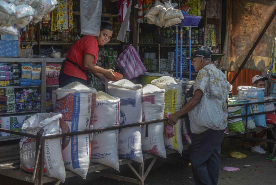 Managua,07 de Noviembre del 2017.Precio de la canasta basica estable en el Mercado Oriental.  LAPRENSA/Wilmer Lopez