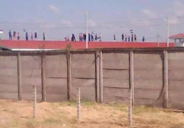 Luego de protestas en «La Modelo» autoridades tienen aislados, sin comida y agua a los presos políticos