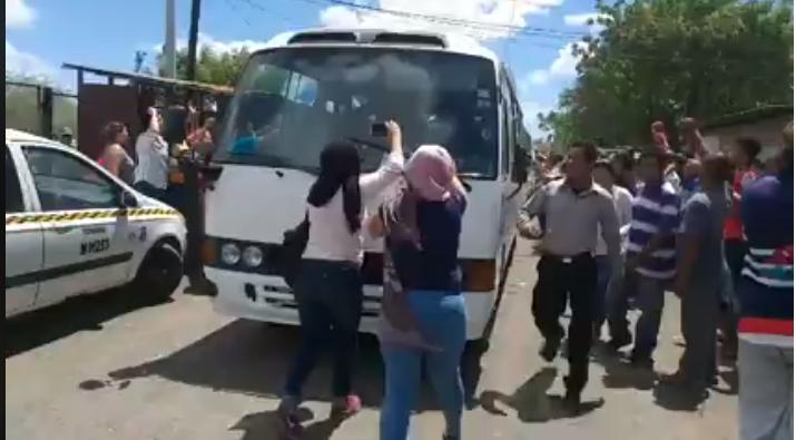 Inicia liberación de presos políticos, ciudadanos se suman en caravana como muestra de respaldo
