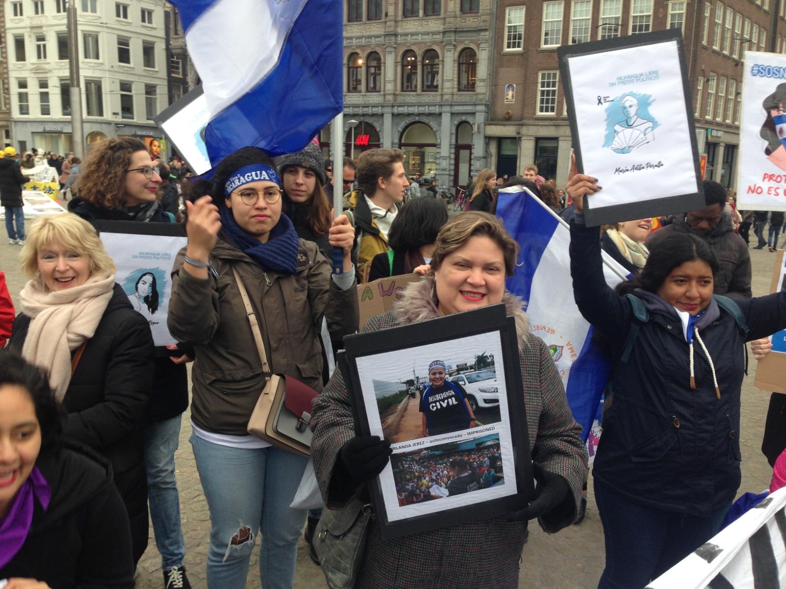 Marcha de mujeres en Holanda recordó a las presas políticas de Nicaragua. Foto: Loanny Picado / Artículo 66