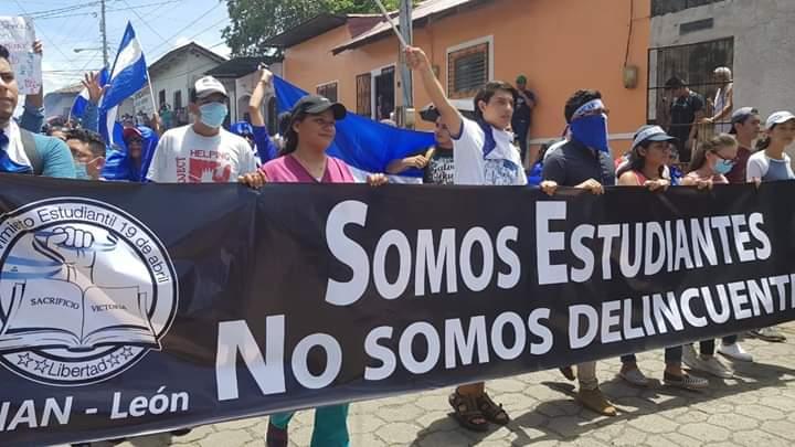 Desde La Modelo, estudiante de la UNAN-León llama a luchar por la autonomía universitaria. Foto: Cortesía