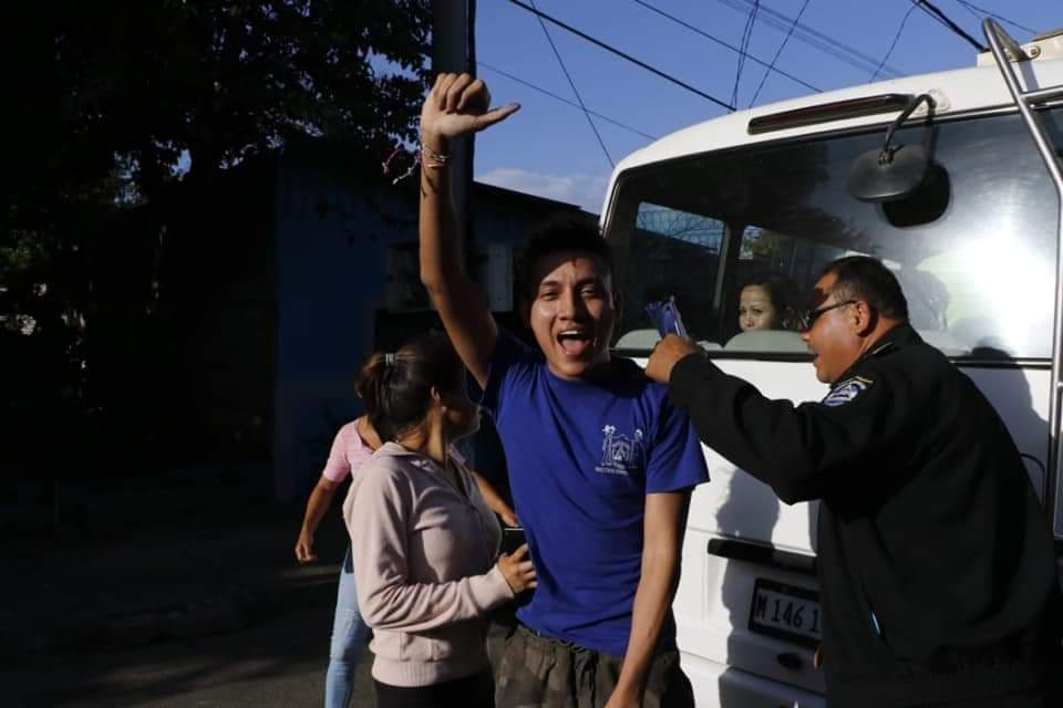 Joven excarcelado denuncia constante asedio policial en su casa. Foto/Cortesía
