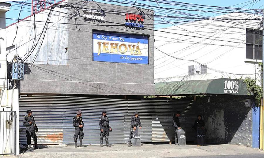 Instalaciones de 100% Noticias tomadas por policías orteguistas. Foto: tomada de internet.