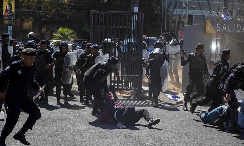 """Régimen orteguista mantiene represión y oposición le advierte que """"juega con fuego"""". Foto: EFE"""