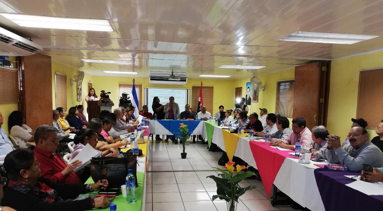 Mesa para negociar salario Mínimo. Foto: Radio Ya.